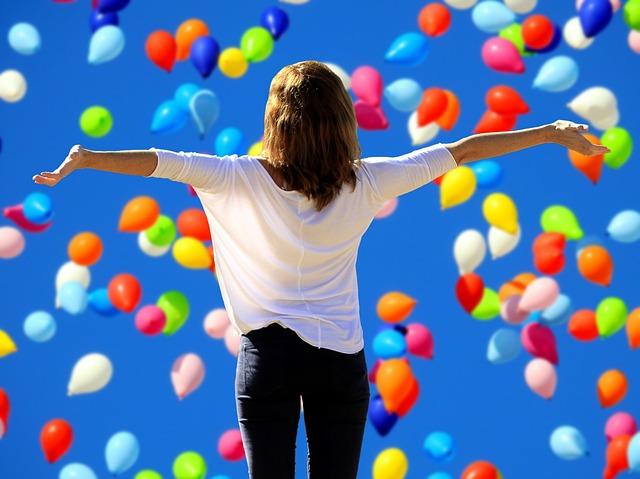 žena s balonky.jpg