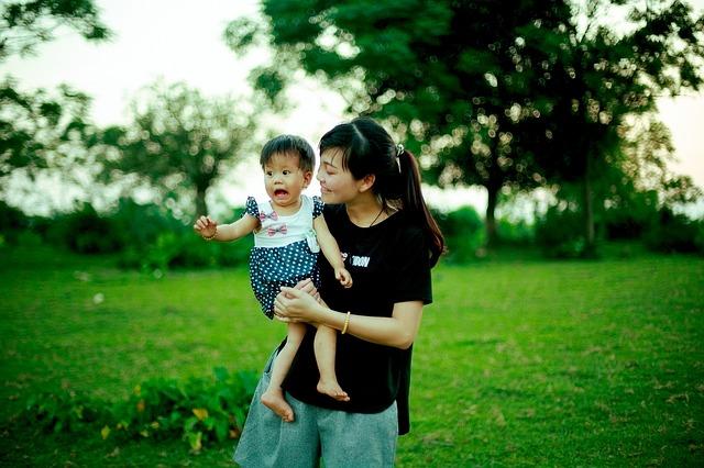 vykulené dítě s mamkou