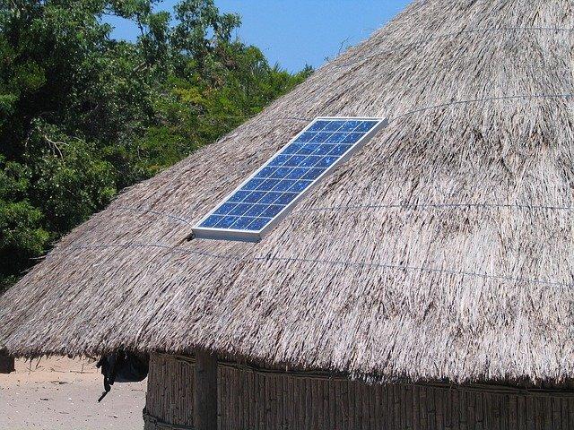 solární panel na domku